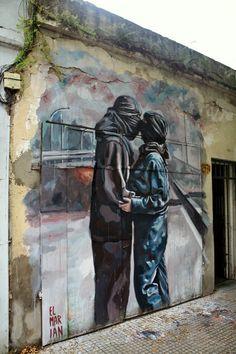 Faut-il se voiler la face quand on est amoureux ? / Street art. / Villa Pueyrredon. / Buenos Aires. / Argentine. / By El Marian.