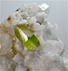 Titanite sur Pericline et Calcite Ankogel group, Carinthia, Austria