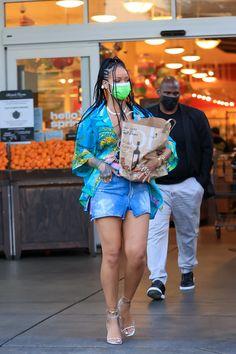 Rihanna Outfits, Fashion Outfits, Fashion Wear, Rihanna Fenty Beauty, Rihanna Street Style, Street Style Looks, Distressed Denim, High Fashion, Cool Style