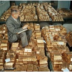 Money gold cash stack earn goals and motivation wealth and dollar bills rich lifestyle Gold Reserve, Money Stacks, Gold Money, Billionaire Lifestyle, Side Profile, Gold Bullion, Mature Men, Building A House, Places