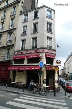 Paris's 10th arrondissement, off-the-beaten track, where to find up and coming restaurants that are affordable. No Worries Paris guidebook takes you there
