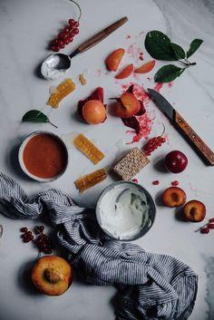 Peach Goat Yogurt Ice Cream with Honey & gluten-free Ice Cream Cones- food fotografie