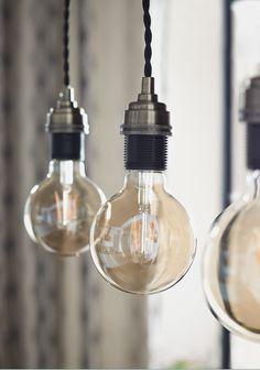 #castorama #inspiration #decoration #ideedeco #tendancedeco #suspension #ampoule #filament #GoodHome Globe, Led, Light Bulb, Decoration, Inspiration, Dining Room, Desk Lamp, Floor Lamps, Ships