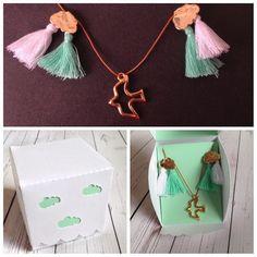 Porque a nossa inspiração não é só  com papéis por vezes também surgem momentos virados para os adornos (colares pulseiras ...) ;) Aí nesses momentos juntamos o melhor dos dois mundos e criamos a prenda perfeita!  #gift #necklace #box #bird #clouds #rain #birthday