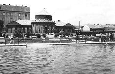 Hullámfürdő és a Hullám Étterem szép épülete egy 1940 körül készült fényképen. A híres később hírhedt -évek óta kihasználatlan - pécsi éttermet 2018. februárjában lebontották. Old Pictures, Historical Photos, Budapest, Taj Mahal, Building, Travel, Beautiful, Historical Pictures, Antique Photos