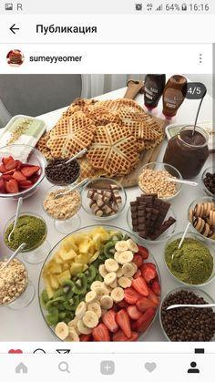 🍀Cub & Clover 🍀 Waffles with varity – 🍀Cub & Clover 🍀 Waffeln mit Vielfalt – Breakfast Platter, Breakfast Buffet, Turkish Breakfast, Party Food Platters, Good Food, Yummy Food, Food Decoration, Turkish Recipes, Food Presentation