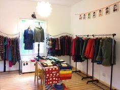 Tenemos vestidos capas chaquetas accesorios ropa de niños.... Ven a visitarnos a nuestra tienda en Granaderos 1220 Providencia. #tiendadediseño #hechoamano