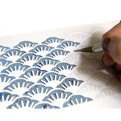 Pour des photophores en papier découpé, suivez-le guide et imprimez les jolis motifs fleuris du duo Mini Labo.