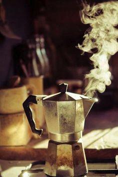 """""""A riempire una stanza basta una caffettiera sul fuoco."""" (Erri De Luca)   http://www.ecomarket.eu/prodotti-bio-1/caffe-cacao-te-e-tisane.html"""