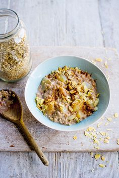 This #Fast800 pear and cinnamon porridge is a comforting and filling breakfast. You can substitute the pear with a grated apple, if you like.
