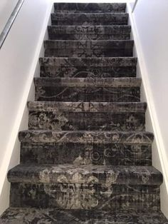 Trap gelegd met @bonaparte vintage tapijt Entrance Hall, New Homes, Stairs, House, Home Decor, Entryway, Stairway, Decoration Home, Staircases