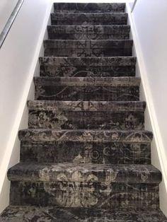 Trap gelegd met @bonaparte vintage tapijt