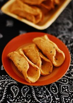 Learn how to make Kuzhalappam at home with step by step pictures. A traditional Kerala Christian deep fried savoury snack made with rice flour and coconut. Indian Sweets, Indian Snacks, Indian Food Recipes, Ethnic Recipes, Kerala Recipes, Indian Foods, Tea Snacks, Savory Snacks, Appetizer Recipes