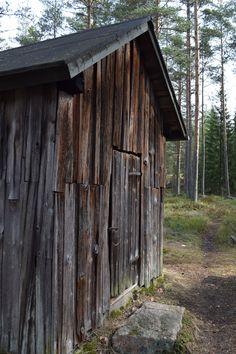 Savusauna, Pornainen, Laukkoski, porraskivi täyttä kiveä, pärekatto vaihtunut ajan saatossa huopaan