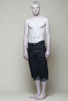 This is what Richard Faxon looks like, but with Elijah Wood's face Human Poses Reference, Pose Reference Photo, Body Reference, Anatomy Reference, Modelo Albino, Pale People, Body Poses, Face Expressions, Drawing Poses