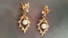 One pair of ladies 14k yellow gold earring with one round cultured pearl in each #Post