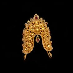 Looking for gold and diamond jewellery? Vummidi has the best collection of diamond rings, diamond earrings and gold jewellery, handcrafted to perfection. Gold Jhumka Earrings, Gold Earrings Designs, Gold Designs, Necklace Designs, Gold Necklace, Vanki Designs Jewellery, Gold Jewellery Design, Silver Pooja Items, Gold Chain Design