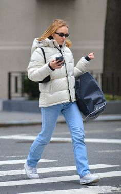 Lily-Rose Depp beats the New York chill as she heads out for day of shopping January 2020 Lily Rose Melody Depp, Lily Rose Depp Style, Lily Depp, Outfit Look, Mode Inspiration, Fashion Inspiration, Street Style, Shopping, How To Wear