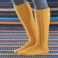 Ohje: Keltaiset polvisukat Knee Socks, Leg Warmers, Knit Crochet, Clothes, Knitting Ideas, Diagram, Fashion, Slipper, Tights