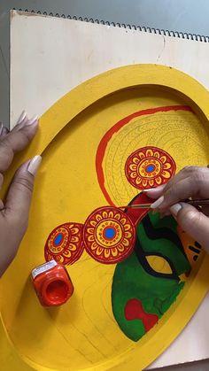 Kerala Mural Painting, Art Painting Gallery, Madhubani Painting, Indian Art Paintings, Pottery Painting Designs, Mural Wall Art, Art Drawings Sketches Simple, Diy Canvas Art, Bottle Art