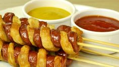 Watch this nice step-by-step video tutorial and learn how to make tornado hot dog sausages with crispy pancake dough! This spiral hotdog party snack is a great cooking life hack which kids and adults love. The spiral hot dog and pancake . Canapes Recipes, Appetizer Recipes, Spiral Hot Dogs, Sausage On A Stick, Spiral Potato, Easy Cooking, Cooking Recipes, Tornado Potato, Apple Rose Pastry