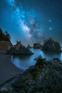 Stars of Secret Beach - Milky Way season is finally upon us and I can't wait to get back out to shoot the stars! This is at Samuel H. Boardman State Park on the southern Oregon coast. Beautiful Sky, Beautiful Landscapes, Beautiful World, Beautiful Places, Boardman State Park, Landscape Photography, Nature Photography, Southern Oregon Coast, Skier