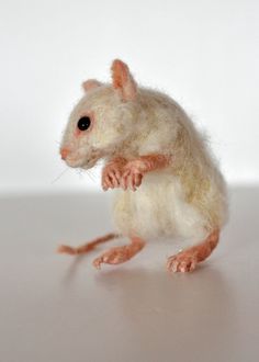 Needle Felted Mouse. White Mouse. Real size . by darialvovsky