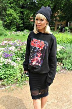 Geek is the new chic | Jil Sander beanie with veil, star wars sweatshirt & Straight skirt