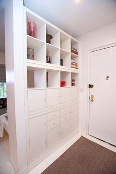 Aujourd'hui j'avais envie de vous faire découvrir le Ikea Hack. Mais qu'e… Today I wanted to introduce you to the Ikea Hack. This consists of taking an Ikea piece of furniture (so inexpensive at first)… Continue reading → Small Space Living, Small Rooms, Small Apartments, Ikea Small Spaces, Kids Rooms, Room Kids, Boy Rooms, Guest Rooms, Kid Spaces