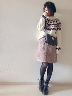 くすみピンクのスカートとドクターマーチンで甘辛コーデ✨ Cute Fashion, Fashion Pants, Girl Fashion, Womens Fashion, Dr. Martens, Henry Styles, Street Snap, Cold Weather Outfits, Short Skirts
