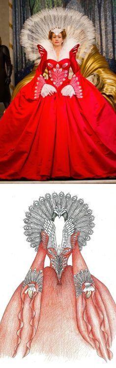 'Mirror, Mirror' - The Queen, played by Julia Roberts. Costume Designer: Eiko Ishioka