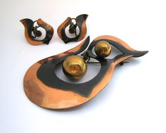 """Art Smith. Brooch & earrings, c. late 1940's to early 1950's. One of the leading modernist jewelers of the mid-twentieth century, Smith trained at Cooper Union. Inspired by surrealism, biomorphicism, and primitivism, Art Smith's jewelry is dynamic in its size and form. Although sometimes massive in scale, his jewelry remains lightweight and wearable. See """"From the Village to Vogue: The Modernist Jewelry of Art Smith""""."""