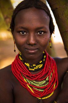 Durante quatro anos, a fotógrafa romenaMihaela Noroc viajou o mundo e fotografou mulheres de diversas faixas etárias e com histórias de vida diferentes para mostrar que a verdadeira beleza é a diversidade, e não apenas o que vemos nas mídias de massa.