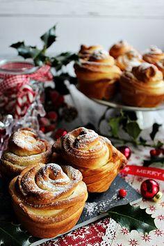 Jelen esetben egy egyszerű fúzióból, születik egy nagyszerű péksütemény. A Croiassant összeházasították a Muffinn...