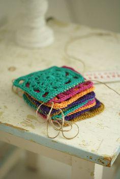 ♥ dottie angel - Beautiful monochrome granny squares in bright colours - potholders