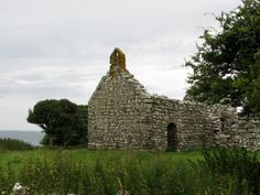 Hen Capel Lligwy, a medieval chapel, is located on the outskirts of Moelfre close to the north east coast of Anglesey, North Wales.