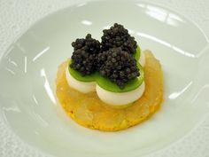 ロオジエ - 料理写真:なめらかな帆立貝のクリームとキャビア《オシェトラ》貝類のジュレと共に