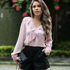 42 Ruffles Blouses Trending This Summer - Global Outfit Experts Blouse Styles, Blouse Designs, Fall Fashion Outfits, Autumn Fashion, Moda Fashion, Womens Fashion, Elegant Outfit, Fashion Over 40, Street Style Women