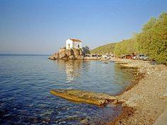 La chapelle de Skala Sikaminia, sur l'île de Lesbos, en Grèce.