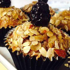 Muffin vegan con avena, mele, more e visciola #muffin #veg #vegan #mele #avena #more #visciola #healthy