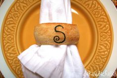 edible napkin ring monogrammed with edible marker Rustic Bread, Marker, Napkin Rings, Diy Projects, Board, Recipes, Crafts, Inspiration, Biblical Inspiration