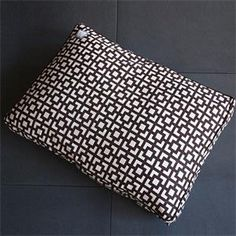 Lattice Pet Bed >> http://marketplace.diynetwork.com/styleboard/wishlistshow.aspx?wishlist=13056=EV_HOLIDAY_UNIQUE_GIFTS_MP=pinterest