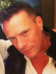 U2 - Larry Mullen Jr.