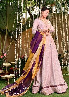 New Party Wear Dress, Party Wear Frocks, Girls Party Wear, Party Wear Indian Dresses, Designer Party Wear Dresses, Asian Wedding Dress Pakistani, Pakistani Dresses, Pakistani Dramas, Pakistani Actress