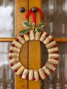 Use up your wine corks for bar or kitchen decor!  Looks super easy...