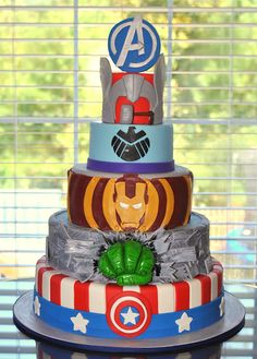 I wish I could make a cake like this!! And the birthday party looks sooo cool!!!