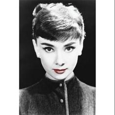 It's hard to believe Audrey Hepburn left us 19 years ago today. Audrey Hepburn is my idol. She was beautiful, classy and a real lady. Katharine Hepburn, Audrey Hepburn Biography, Aubrey Hepburn, Old Hollywood, Hollywood Stars, Hollywood Cinema, Hollywood Gossip, Carlo Ponti, Divas