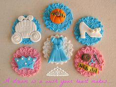 Embossed Disney Cinderella Cupcake Toppers o cookies Princess Theme Cake, Disney Princess Cupcakes, Cinderella Cupcakes, Cinderella Theme, Cinderella Birthday, Book Cupcakes, Cute Cupcakes, Valentine Cupcakes, Cake Pops