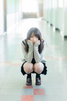 https://twitter.com/tt_nnnna/status/797788632375435264 Cute Kawaii Girl, Beautiful Asian Girls, Japanese Girl, School Girl Japan, High School Girls, School Uniform Girls, School Wear, Up Skirt Pics, Schoolgirl Style