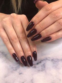 Ongles foncé Brown Acrylic Nails, Brown Nails, Red Nails, Beauty Tips, Beauty Hacks, Almond Nails, Nail Inspo, Wedding Nails, Nails Inspiration
